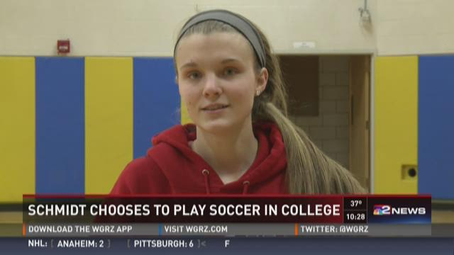 Holland's Olivia Schmidt Chooses Soccer in College