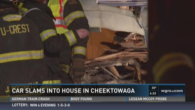 Car crashes into Cheektowaga home